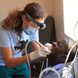 Proyecto Odontológico Zimbabwe smile is a foundation